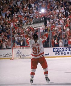 Fedorov skates the Cup Stanley Cup, Hockey Teams, Hockey Stuff, Hockey Players, Sports Teams, Detroit Vs Everybody, Fight Techniques, Sports Fights, Detroit Sports