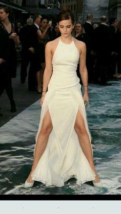 Emma Watson striking a bold pose Emma Watson Images, Emma Watson Hot, Emma Watson Style, Emma Watson Beautiful, Emma Watson Sexiest, Emma Watson Dress, Hot Actresses, Beautiful Actresses, Harry Potter Film