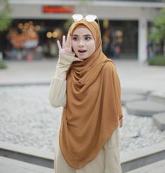 Haa.... Dengar kata Tunic Medina warna HITAM tinggal saiz L shj...!! . . . Awak.... jangan lupa grab sebelum warna lain pun habisss tau.... . . . Material BEST... TAK PERLU IRON ! ada pocket.... !! Design lawa sangat-sangat....!! . . . Cecepat ke www.hijabgaleria.my . . Harga TAK SAMPAI RM40 !! Abaya Fashion, Muslim Fashion, Fashion Outfits, Casual Hijab Outfit, Hijab Dress, Niqab, Head Scarf Styles, Islamic Girl, Hijab Fashion Inspiration
