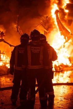 Falla Plaza del Pilar burn : Valencia, España / Spain