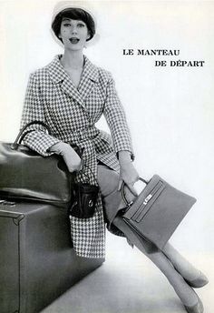 Simone in a marine and white houndstooth redingote worn over a grey jersey dress by Lucille Manguin, Kelly bag and baggage by Hermès, Paris 1958 Photo by Philippe Pottier 1950s Fashion, Vintage Fashion, Classic Fashion, Classic Style, Vintage Style, High Fashion, Bags Online Shopping, Fashion Bags, Womens Fashion