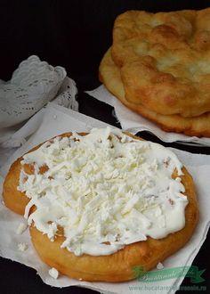Langose cu cartofi Romania Food, Great Recipes, Favorite Recipes, Tapas, Vegetarian Recipes, Cooking Recipes, Food Porn, Good Food, Yummy Food
