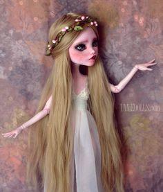 https://flic.kr/p/z93AnB | Aeteria (OOAK 17 inches tall Draculaura) | Her story: www.youtube.com/watch?v=2RtzdWEBnKo