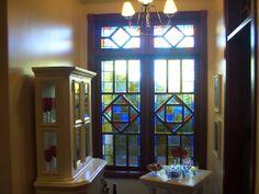 vitral em janela de residência com vidros importados.
