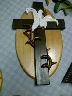 Intarsia Cross With Lily