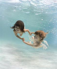 제나 할러웨이가 동화작가 찰스 킹즐리의 작품 <물의 아이들>의 내용을 재해석해 2005~2007년 작업한 '워터베이비' 연작.