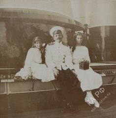 Grand Duchesses Anastasia and Maria with officer.