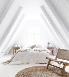 48 отметок «Нравится», 3 комментариев — Nordic Story (@nordic.story) в Instagram: «Благодаря простой геометрии создаются спокойные скандинавские интерьеры. Линии и треугольники,…»