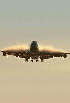 Boeing 747-300 Approaching