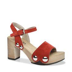 Mit EILYN komplettieren Sie im Sommer 2016 Ihren Signature-Look. Denn diese Sandale mit Block-Heel und auffallenden Schmuck-Nieten verleiht jedem Outfit den angesagten Pure-70ies-Schliff. Kombiniert zur weiten Marlene-Hose oder zum wallenden Maxidress ? EILYN ist der passende Schuh dazu.  #münchen #softclox #sommer #shoes #frühjahr #kaschmir #persia