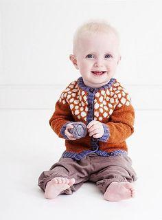 I gang med dette strikkeprojekt ;) Priktrøje pattern by Lene Holme Samsøe - Knitting For Kids, Baby Knitting, Stitch Patterns, Knitting Patterns, Baby Barn, Beautiful Color Combinations, Mullets, Baby Cardigan, Stockinette