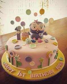 Hootabelle Cake. Giggle and Hoot. Fondant. Cake toppers. First birthday.