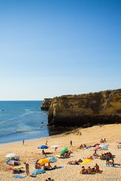 Lagos guarda na sua costa muitos refúgios de areia para descobrir nos dias mais quentes. Acompanhe-nos por aqui... #viaverde #viagensevantagens #Portugal #sol #praia #férias #verão