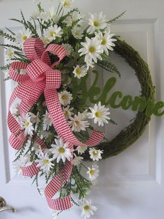 Double Front Door Wreaths Red 45 Ideas For 2019 Diy Spring Wreath, Spring Door Wreaths, Easter Wreaths, Wreaths For Front Door, Holiday Wreaths, Wreath Crafts, Diy Wreath, Moss Wreath, Tulle Wreath