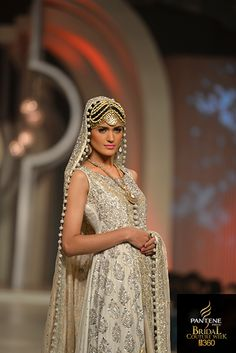 Zainab Chottani at Pantene Bridal Couture Week White, gold and silver anarkali for a south Asian bride Bridal Dresses 2017 Pakistani, Indian Bridal Wear, Asian Bridal, Indian Dresses, Indian Outfits, Pakistan Bridal, Pakistani Couture, Estilo Boho, Asian Fashion