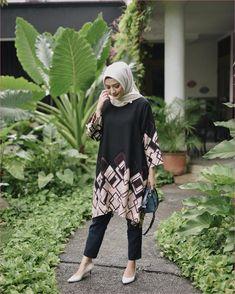 Outfit Baju Hijab Casual Untuk Perempuan Gemuk Ala Selebgram 2018 loafers and sl Hijab Casual, Modest Fashion Hijab, Hijab Chic, Spring Fashion Outfits, Muslim Fashion, Best Casual Dresses, Casual Outfits, Hijab Stile, Cute Work Outfits