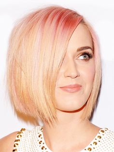Katy Perry's Drastic Hair Makeover Peace out, bright pink hair! Katy Perry is celebrating the wrap of her eight month-long California Dreams. Choppy Bob Hairstyles, Celebrity Hairstyles, Cool Hairstyles, Bob Haircuts, Hairstyle Photos, Makeup Hairstyle, Blonde Hairstyles, Hairstyles Haircuts, Summer Hairstyles