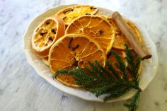 Festive Decorating With Dried Oranges & Cloves Dried Oranges, Festival Decorations, Grapefruit, Festive, Decorating, Food, Dekoration, Decoration, Essen