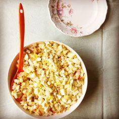 witlofsalade met ei, fruit, noten, kaas en kip - recept Naar Eigen Smaak