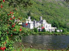 Kylemore Abbey Ireland, Like out of a Fairytale. So Beautiful and Peaceful.