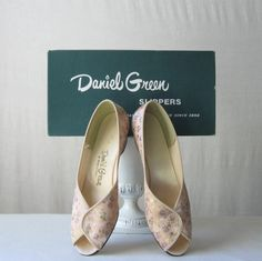 Floral Shoes Daniel Green Slippers Peep Toe Wedges 60's Shoes Sz 7 by ultravioletvintage on Etsy #DanielGreen #floralshoes #vintageshoes #weddingshoes