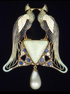 Art Nouveau Lalique peacock pendant of gold, enamel, opal, pearl, diamonds. Bijoux Art Nouveau, Art Nouveau Jewelry, Jewelry Art, Vintage Jewelry, Fine Jewelry, Fashion Jewelry, Jewelry Making, Lalique Jewelry, Schmuck Design