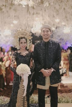Elegant minang bride in Midnight Blue kebaya