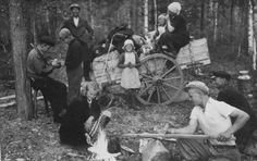 [Photo] A Finnish evacuee family living in the forest near, Sulkava, Finland…
