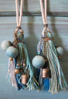 Tassles with bells yes! Diy Tassel, Tassel Jewelry, Fabric Jewelry, Diy Jewelry, Tassels, Handmade Jewelry, Jewelry Design, Jewelry Making, Creative Crafts