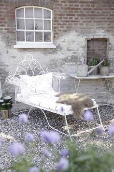 27 Shabby Chic Terrace And Patio Décor Ideas - Shelterness Estilo Shabby Chic, Shabby Chic Style, Shabby Chic Decor, Modern Outdoor Furniture, Outdoor Rooms, Outdoor Living, Outdoor Retreat, Garden Chairs, Garden Furniture