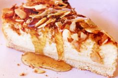 Baked vanilla cheesecake with vanilla honey