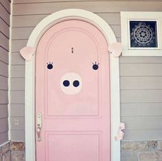 couldn't resist making my mom's pink door look like a pig.I couldn't resist making my mom's pink door look like a pig. This Little Piggy, Little Pigs, Farm Animals, Cute Animals, Tout Rose, Piggly Wiggly, Mini Pigs, Pig Party, Flying Pig