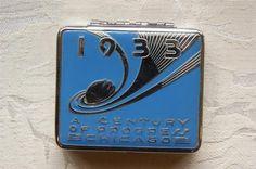 1933 worlds fair Art Deco compact Vintage Makeup, Vintage Vanity, Vintage Tins, Vintage Purses, Vintage Perfume, Vintage Beauty, Lipstick Case, Lipstick Holder, Art Nouveau
