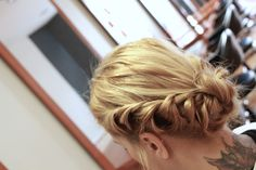 Como hacer un Recogido Romantico Afro, Updos, Wedding Hairstyles, Dreadlocks, Girly, Hair Styles, Beauty, Hat Patterns, Hair Tutorials