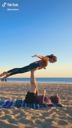 Related posts:Dude on the left really lost himself in the music at the end there😂 - tik tokTIK TOK FRIENDS les meilleures vidéos tik tok ! Funny Short Videos, Funny Video Memes, Stupid Funny Memes, Funny Relatable Memes, Hilarious, Parkour, Photoshop Fails, Funny Photoshop, Amazing Gymnastics