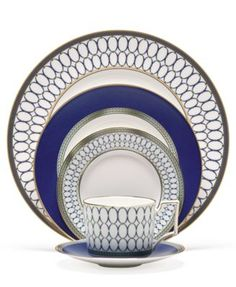 Transform your meal into a royal affair with the opulent Wedgwood® Renaissance Gold Dinnerware. Reminiscent of Europe's Renaissance period, the dinnerware is embellished with a whimsical dragon motif and oval link patterns in blue and gold. Modern Dinnerware, Dinnerware Sets, Fine China Dinnerware, Porcelain Dinnerware, China Porcelain, Service Assiette, Renaissance, Vase Deco, Glas Art