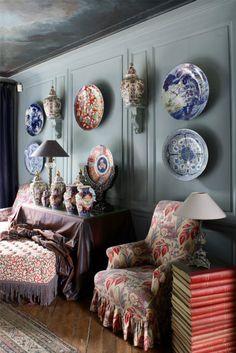 Porcelain, books, grey-blue walls