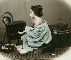 Powdering after a bath.  Hand-colored photo, 1870's, Japan, by photographer Felice Beato