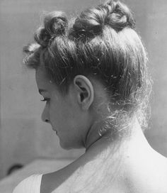 Vintage Hairstyles Fashion model June Cox showing her swept-up hairdo. Location: New York, NY, US Date taken: 1938 Photographer: Alfred Eisenstaedt Up Hairdos, Old Hairstyles, Dress Hairstyles, Vintage Hairstyles, Real Beauty, Hair Beauty, 1930s Hair, Retro Updo, Women Life