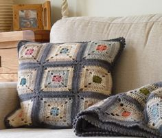 Crochet Cushion Cover, Crochet Cushions, Crochet Pillow, Cushion Covers, Crochet Squares, Crochet Granny, Crochet Motif, Granny Squares, Crochet Home