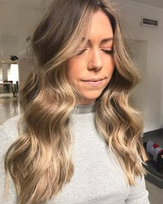 The pearliest colour and bouncy lush waves by @hairbylaurenm  Toner formula: 9V 9P for the violety pearl vibes and 9GI 9N on the hairline to soften  #edwardsandco #edwardsandcomelbourne