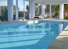 Maison 5* avec piscine intérieure & vue mer Finistère, Bretagne n°35 --   Capacité: 8 pers, Surface: 290 m²; Tarif: 320 €/jour --   Belle villa (5 étoiles préfectorales) avec piscine intérieure dans un petit port. Les amoureux de la mer et des grands espaces seront comblés par cette villa d'architecte construite dans un endroit idyllique, vous vous croyez dans un bateau avec le confort l'espace... Le spectacle de la plage, la vue, le lever du jour sont vraiment sublimes.