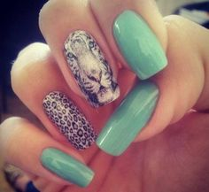 I'm in love with these nails. So gorgeous. <3