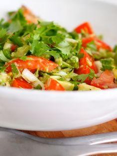 tomaatti-avokado-salaatti