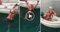 Mulher Com Mais De 50 Anos Mostra Técnica Absurda Mas Eficaz Ao Subir Bote http://www.funco.biz/mulher-50-anos-mostra-tecnica-absurda-eficaz-ao-subir-bote/