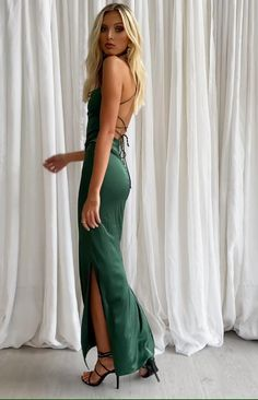 Get glam in the Manhattan Slip Formal Dress Emerald. This stunning colour looks amazing on every skin tone - just add accessories, babe! Emerald Green Formal Dress, Silk Formal Dress, Green Formal Dresses, Long Slip Dress, Pretty Prom Dresses, Formal Evening Dresses, Slip Wedding Dress, Hoco Dresses, Green Ball Dresses