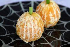 Halloween Healthy Snacks plus other posts of regular healthy recipes. Cute Snacks, Cute Food, Party Snacks, Good Food, Kid Snacks, School Snacks, Healthy Halloween Snacks, Halloween Treats, Healthy Snacks
