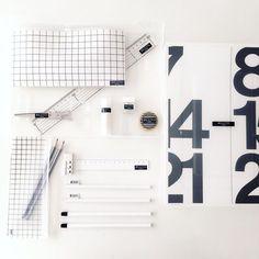 Instagram media by megu.k_ - おはようございます!  Xmasディスプレイ のPostが多い中 お道具箱のPostで すいません  子供のお道具箱 勝手に白黒にしてやりました!百均の半透明の箱に めくったカレンダーラミネートして 貼り付け 色鉛筆の入れ物も中にラミネート貼り付け 鉛筆類はタグ付き白黒と @macky.20 マッキーさんに教えていただいたグレーの 鉛筆! 消しゴム ハサミ のり テープ 鉛筆削り 定規は 無印産です!筆箱だけ HAY で!  名前は すべて テプラです! 後は 白のキャップが欲しいな!  #mylife #シンプルインテリア #白黒マニア #お道具箱#キッズ#子供#白黒#無印良品#ラミネート#無印#テプラ#blackandwhite #instagood #グラフチェック
