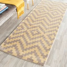 Cambridge Collection CAM324X Color: Taupe / Gold CAM324X - #safavieh #safaviehrugs #safaviehrunners #rugrunners #rugs #hallwayrugs #entrywayrugs #staircaserugs #staircasecarpets #entrywaycarpts #bedroomrugs #livingroomrugs #diningroomrugs #kitchenrugs #hallwaydecor #entrywaydecor #shoprugs #runnercarpets #bluerunnerrug #tauperunnerrug