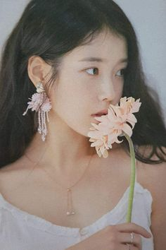 Find images and videos about kpop, beauty and aesthetic on We Heart It - the app to get lost in what you love. Korean Girl, Asian Girl, Iu Twitter, Iu Fashion, Foto Pose, Korean Actresses, Ulzzang Girl, Girl Photography, Photography